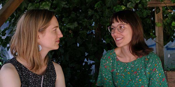 Anna und Carolina im Gespräch