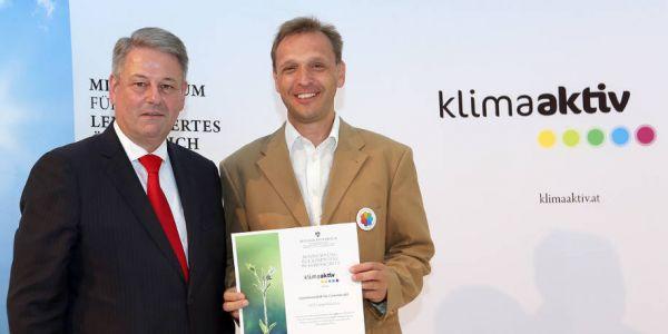 Bundesminister Rupprechter & GfG Vorstand Fessler // klimaaktiv / APA-Fotoservice / Bargad
