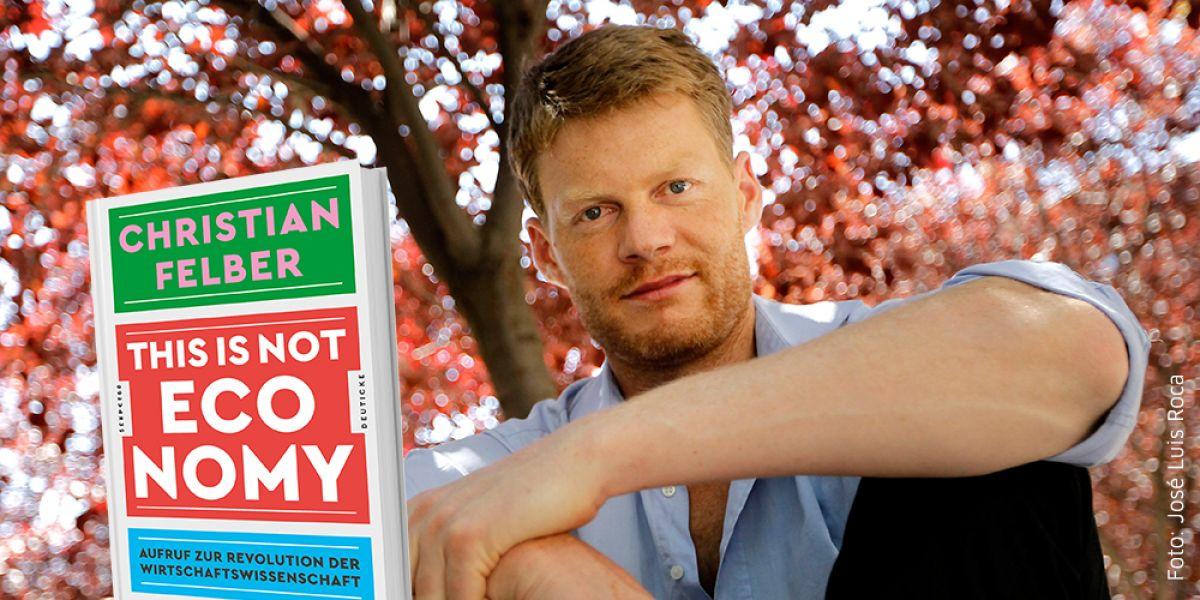 Christian Felber im Freien und Buch